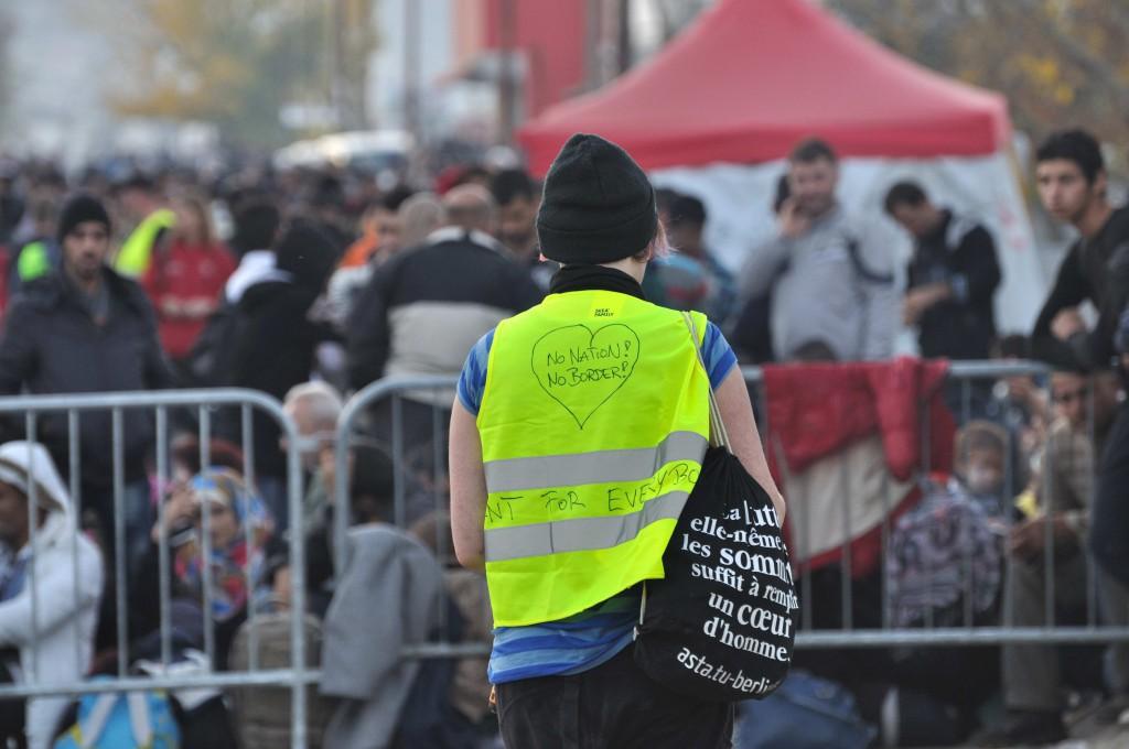 independent volunteer outside of Presevo refugee camp, Foto: David Kaupp, Foto: David Kaupp