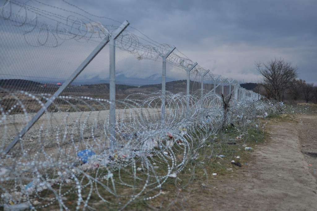 The about 2m high barbed wire fence on the Greek / Macedonian border